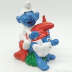 Figuras de Goma y PVC: BEBÉ PITUFO MONTANDO A CABALLIRTO A PAPÁ PITUFO A PEYO 1996 ¡ÚNICO EN TODOCOLECCIÓN!. Lote 207312325