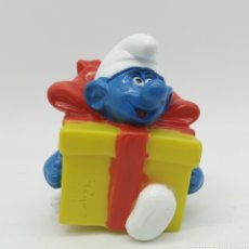 Figuras de Goma y PVC: PITUFO BROMISTA DENTRO DE UN REGALO SORPRESA PEYO 1995 ¡ÚNICO EN TODOCOLECCIÓN!. Lote 207313890