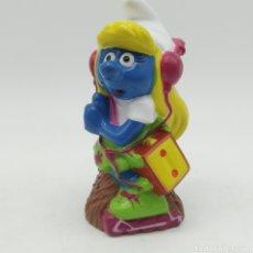 Figuras de Goma y PVC: PITUFINA CON WALKMAN ESCUCHANDO MÚSICA PEYO 1996 ¡ÚNICO EN TODOCOLECCIÓN!. Lote 207314148