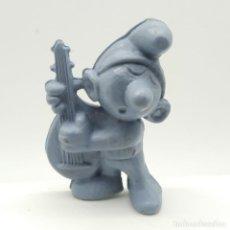 Figuras de Goma y PVC: ANTIGUO PITUFO TOCANDO EL LAÚD AÑOS 80, SIN PINTAR, RAREZA. Lote 207428603