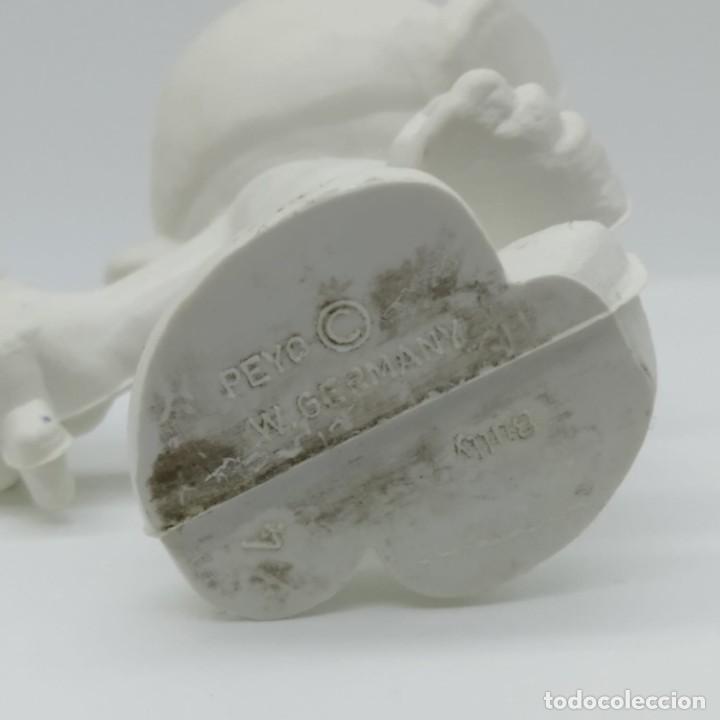 Figuras de Goma y PVC: Antiguo pitufo enamorado con una margarita años 80, sin pintar, rareza - Foto 3 - 207428810