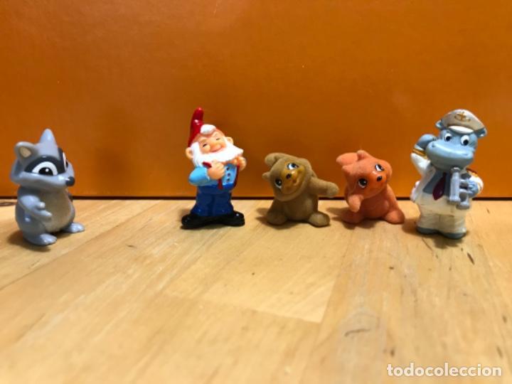 Figuras de Goma y PVC: Muñecos kinder ardillas terciopelo hippo ferrero 1992 gnomo mofeta MPG uno10 lote de 5 figuras - Foto 2 - 207691703