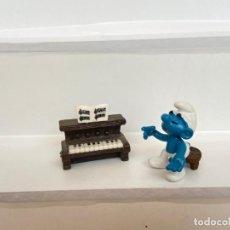 Figuras de Goma y PVC: PITUFO CON PIANO - AÑO 1982 - SCHLEICH - SMURF SCHLUMPF. Lote 117627655