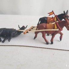 Figuras de Goma y PVC: MULILLAS O TIRO DE MULAS CON EL TORO MUERTO. AÑOS 60. TEIXIDO.. Lote 209056053