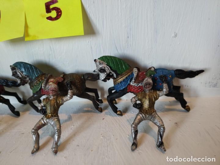Figuras de Goma y PVC: Lote figuras 3 jinetes mas 3 caballos hechos en goma. Reamsa. - Foto 2 - 209074941