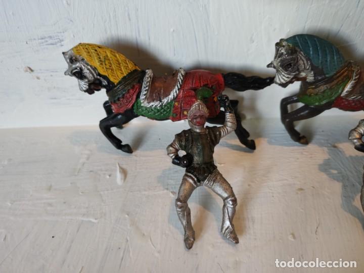 Figuras de Goma y PVC: Lote figuras 3 jinetes mas 3 caballos hechos en goma. Reamsa. - Foto 4 - 209074941