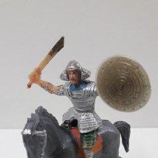 Figuras de Goma y PVC: SAMURAI A CABALLO - ESCUDO DESMONTABLE . REALIZADO ESTEREOPLAST . SERIE EL JABATO . ORIGINAL AÑOS 60. Lote 209156246