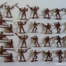 Figuras de Goma y PVC: LOTE SOLDADOS DE PLÁSTICO MARRON. SOLDADITOS. UNOS 6 CM DE ALTURA APROX. Lote 209161836