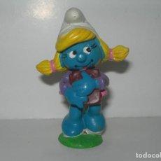 Figuras de Goma y PVC: FIGURA DE PVC SCHLEICH PITUFINA CON LIBROS / ESTUDIANTE AÑO 1983 - MUÑECO PITUFO SMURFS -. Lote 241531715
