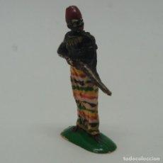 Figuras de Goma y PVC: FIGURA DE NEGRO AFRICANO SERIE SAFARI .. Lote 209450925
