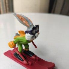 Figuras de Goma y PVC: FIGURA GOMA BUGS BUNNY COMICS SPAIN ESQUIADOR. Lote 209702981