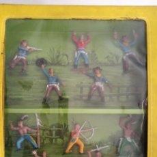 Figuras de Goma y PVC: CAJA FIGURAS INDIOS Y VAQUEROS AÑOS 60. Lote 209749940