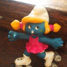 Figuras de Goma y PVC: FIGURA PVC PITUFINA ROLLER CON PATINES- AÑOS 80'S.. Lote 210286685