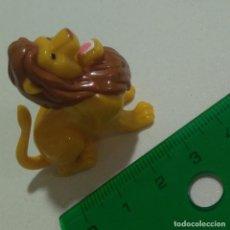 Figuras Kinder: FIGURA TIPO KINDER PARECIDO A SIMBA REY LEON MUÑECO MONTABLE SELVA ANIMAL. Lote 210615811