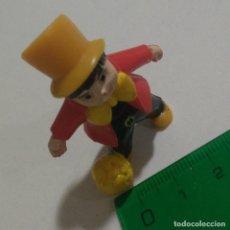Figuras Kinder: FIGURA MAGO TIPO KINDER FUTBOLISTA MINIATURA MUÑECO FUTBOL FIGURA. Lote 210616312