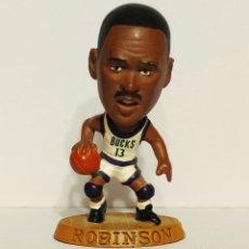 Figuras de Goma y PVC: FIGURA DE PVC ROBINSON. BUCKS, NBA 085. BÁSQUET. Lote 210617598