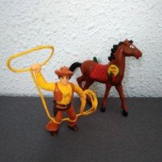 Figuras de Goma y PVC: VAQUERO CON LAZO Y CABALLO. Lote 210683976