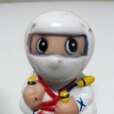 Figuras de Goma y PVC: ANTIGUA FIGURA DE GOMA CON SACAPUNTAS NINJA. Lote 210749721
