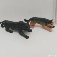 Figuras de Goma y PVC: FIGURAS DE PANTERA NEGRA Y PERRO PASTOR ALEMAN. Lote 210797395