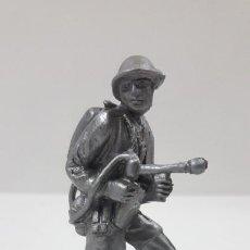 Figuras de Goma y PVC: SOLDADO INGLES CON LANZALLAMAS . POSIBLEMENTE REALIZADO POR PECH . AÑOS 50 EN GOMA. Lote 210810627