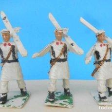 Figuras de Goma y PVC: TRES SOLDADOS EN DESFILE. EJERCITO DE ESQUIADORES PECH, REAMSA LAFREDO, COMANSI, GOMARSA. Lote 210828191