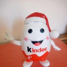 Figuras Kinder: ORIGINAL HUCHA DE HUEVO KINDER,CON GORRO DE NAVIDAD.. Lote 210952182
