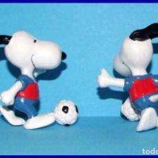 Figuras de Goma y PVC: SNOOPY FUTBOLISTA FIGURA EN PVC SCHLEICH. Lote 211399002