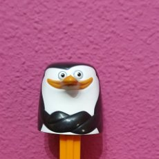 Dispensador Pez: DISPENSADOR PEZ XXL PINGUINO MADAGASCAR. Lote 211411454