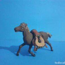 Figuras de Goma y PVC: JEFE INDIO MUERTO A CABALLO. AMBOS DE GAMA . GOMA AÑOS 50. Lote 211624485