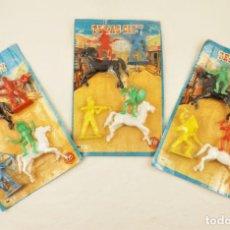 Figuras de Goma y PVC: INDIOS Y VAQUEROS BLISTER CCA 1970 BELMAR TRES BLISTERS. Lote 211884217