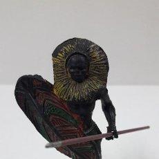 Figuras de Borracha e PVC: GUERRERO AFRICANO NEGRO . REALIZADO POR ARCLA . AÑOS 50 EN GOMA. Lote 211924898