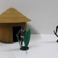 Figuras de Goma y PVC: CHOZA CON GUERREROS AFRICANOS . REALIZADOS POR GAMA . ORIGINAL AÑOS 50. Lote 211941247