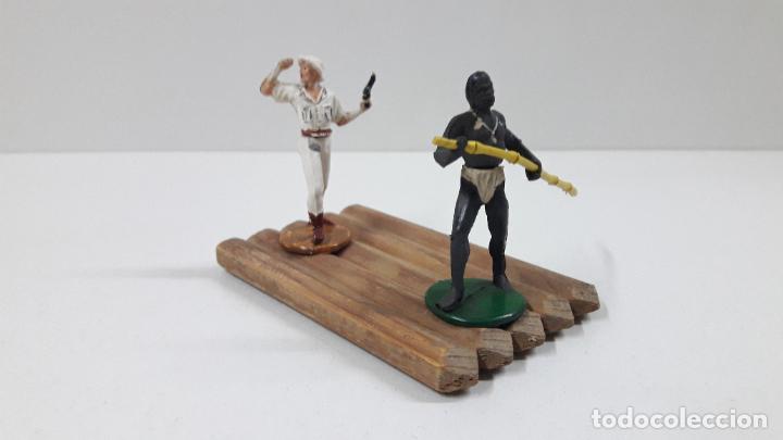 Figuras de Goma y PVC: BALSA CON GUERRERO Y EXPLORADOR . REALIZADOS POR GAMA . ORIGINAL AÑOS 50 - Foto 2 - 211943658