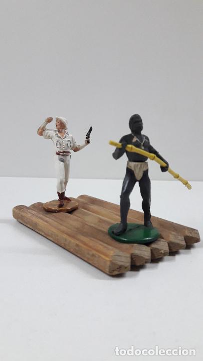 Figuras de Goma y PVC: BALSA CON GUERRERO Y EXPLORADOR . REALIZADOS POR GAMA . ORIGINAL AÑOS 50 - Foto 4 - 211943658