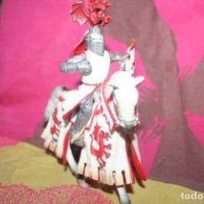 Figuras de Goma y PVC: MUÑECO CABALLERO CON CABALLO SCHLEICH 2005. Lote 211971725