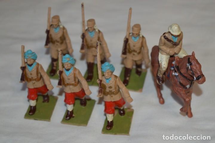 Figuras de Goma y PVC: 07 Soldados en desfile / TROPAS COLONIALES / Del tipo SOLDIS / Sobre 7 Cm. altura ¡Raros/difíciles! - Foto 2 - 212012703