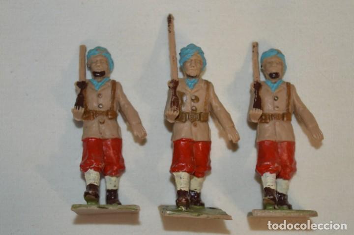 Figuras de Goma y PVC: 07 Soldados en desfile / TROPAS COLONIALES / Del tipo SOLDIS / Sobre 7 Cm. altura ¡Raros/difíciles! - Foto 4 - 212012703