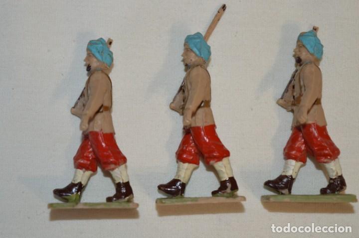 Figuras de Goma y PVC: 07 Soldados en desfile / TROPAS COLONIALES / Del tipo SOLDIS / Sobre 7 Cm. altura ¡Raros/difíciles! - Foto 5 - 212012703