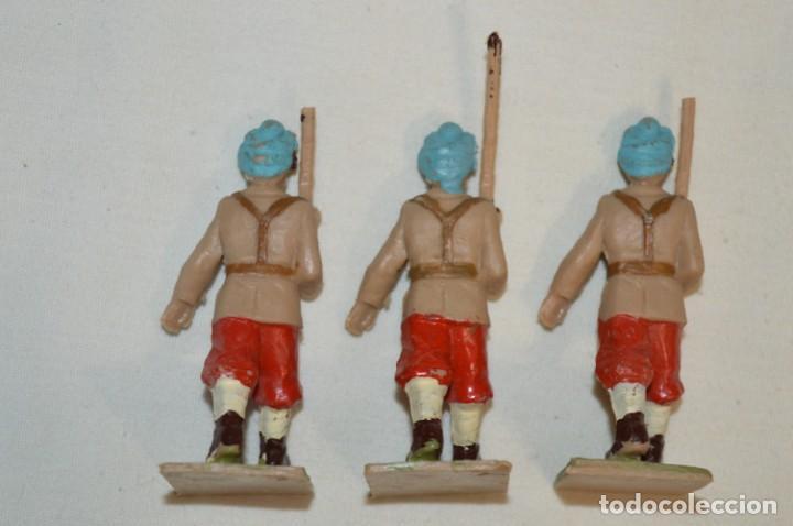 Figuras de Goma y PVC: 07 Soldados en desfile / TROPAS COLONIALES / Del tipo SOLDIS / Sobre 7 Cm. altura ¡Raros/difíciles! - Foto 6 - 212012703