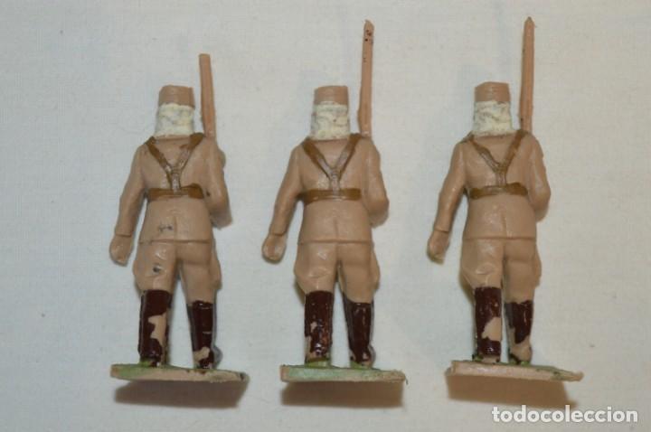 Figuras de Goma y PVC: 07 Soldados en desfile / TROPAS COLONIALES / Del tipo SOLDIS / Sobre 7 Cm. altura ¡Raros/difíciles! - Foto 10 - 212012703