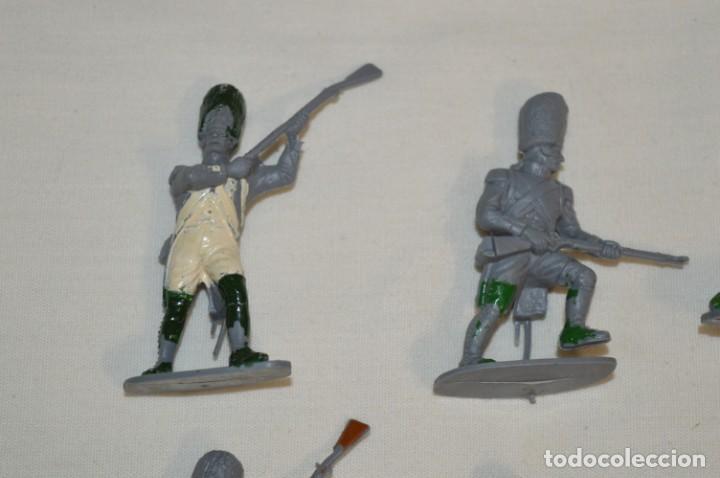 Figuras de Goma y PVC: 28 Soldados FRANCESES / Guerras NAPOLEÓNICAS / Sobre 6 Cm. altura ¡Mira fotos y detalles! - Foto 2 - 212016382