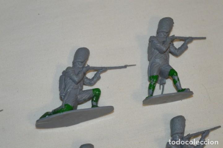 Figuras de Goma y PVC: 28 Soldados FRANCESES / Guerras NAPOLEÓNICAS / Sobre 6 Cm. altura ¡Mira fotos y detalles! - Foto 4 - 212016382