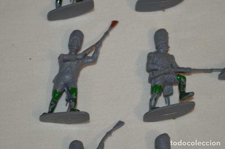 Figuras de Goma y PVC: 28 Soldados FRANCESES / Guerras NAPOLEÓNICAS / Sobre 6 Cm. altura ¡Mira fotos y detalles! - Foto 5 - 212016382