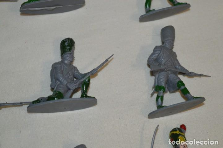 Figuras de Goma y PVC: 28 Soldados FRANCESES / Guerras NAPOLEÓNICAS / Sobre 6 Cm. altura ¡Mira fotos y detalles! - Foto 6 - 212016382