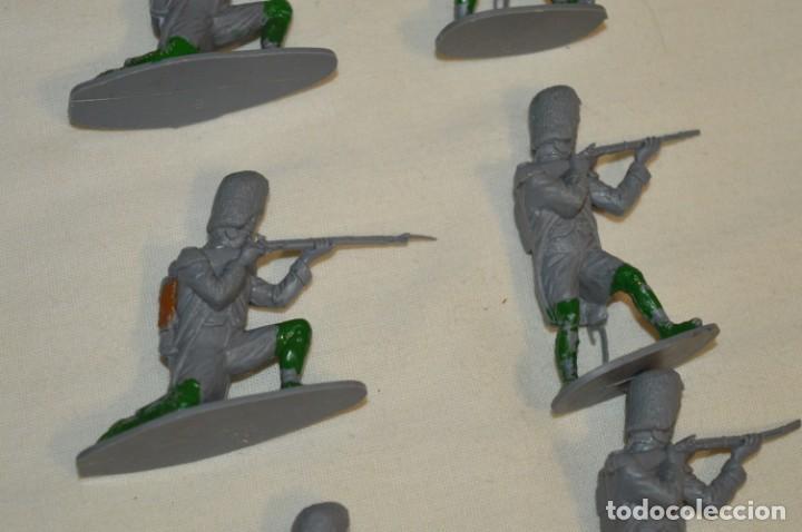 Figuras de Goma y PVC: 28 Soldados FRANCESES / Guerras NAPOLEÓNICAS / Sobre 6 Cm. altura ¡Mira fotos y detalles! - Foto 7 - 212016382