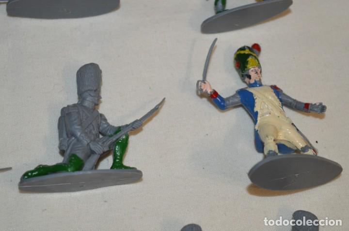 Figuras de Goma y PVC: 28 Soldados FRANCESES / Guerras NAPOLEÓNICAS / Sobre 6 Cm. altura ¡Mira fotos y detalles! - Foto 9 - 212016382