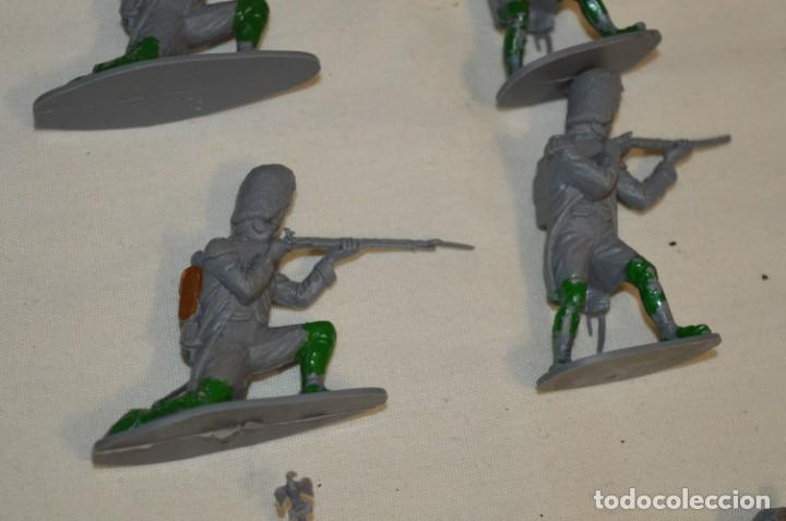 Figuras de Goma y PVC: 28 Soldados FRANCESES / Guerras NAPOLEÓNICAS / Sobre 6 Cm. altura ¡Mira fotos y detalles! - Foto 10 - 212016382