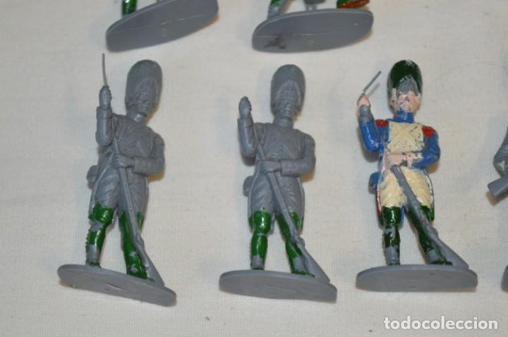 Figuras de Goma y PVC: 28 Soldados FRANCESES / Guerras NAPOLEÓNICAS / Sobre 6 Cm. altura ¡Mira fotos y detalles! - Foto 11 - 212016382
