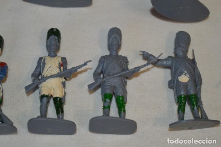 Figuras de Goma y PVC: 28 Soldados FRANCESES / Guerras NAPOLEÓNICAS / Sobre 6 Cm. altura ¡Mira fotos y detalles! - Foto 12 - 212016382