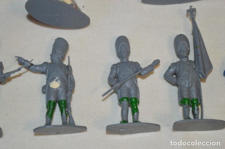 Figuras de Goma y PVC: 28 Soldados FRANCESES / Guerras NAPOLEÓNICAS / Sobre 6 Cm. altura ¡Mira fotos y detalles! - Foto 13 - 212016382